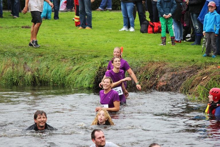 Flussüberquerung beim Survival Run