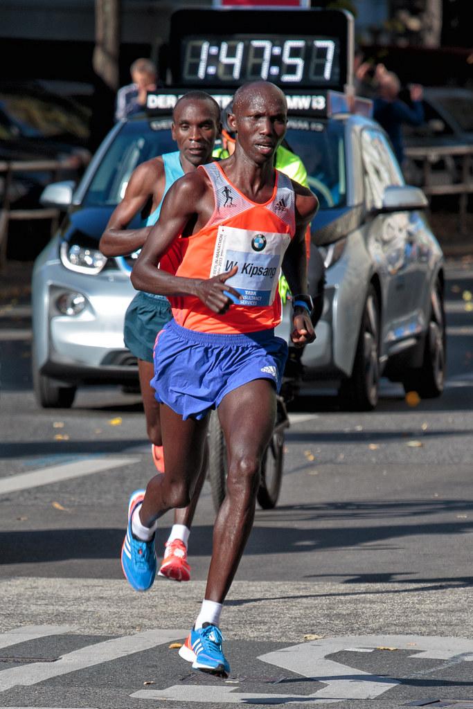 Wilson Kipsang (KEN) nach seinem Weltrekordlauf beim 40. Berlin Marathon