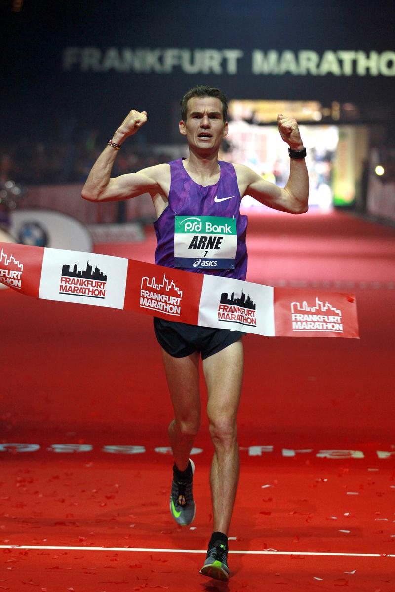 Frankfurt Marathon-2015-Arne-Gabius-Zielfoto