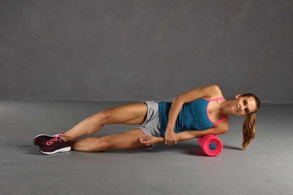 Faszienrolle Übung Schultermuskulatur