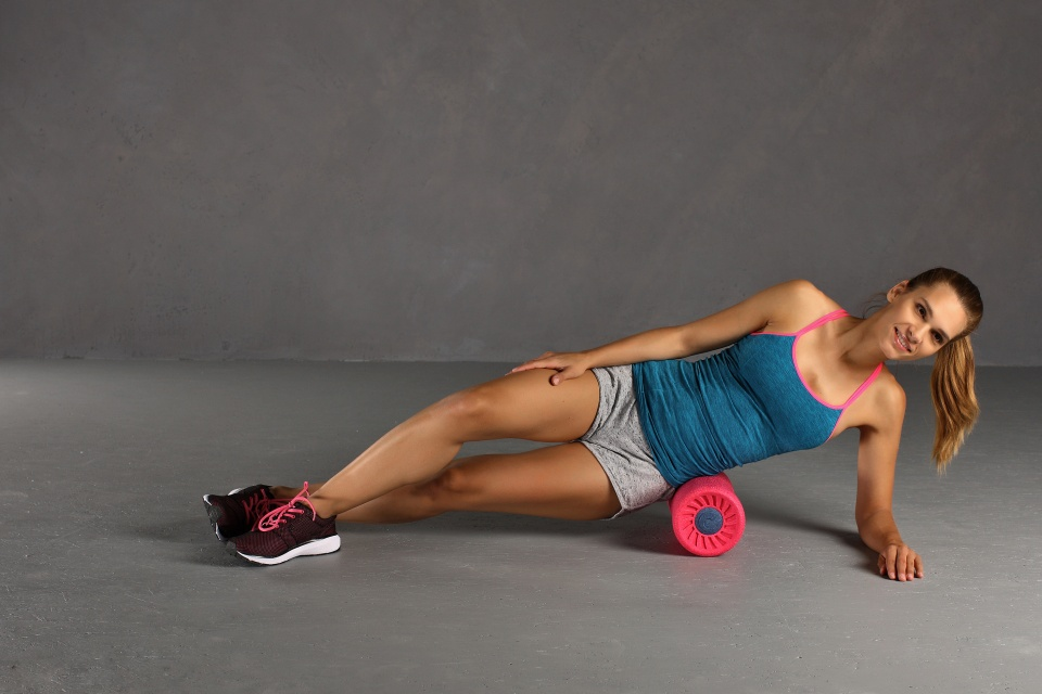 Faszienrolle Übung Untere Rückenmuskulatur seitlich