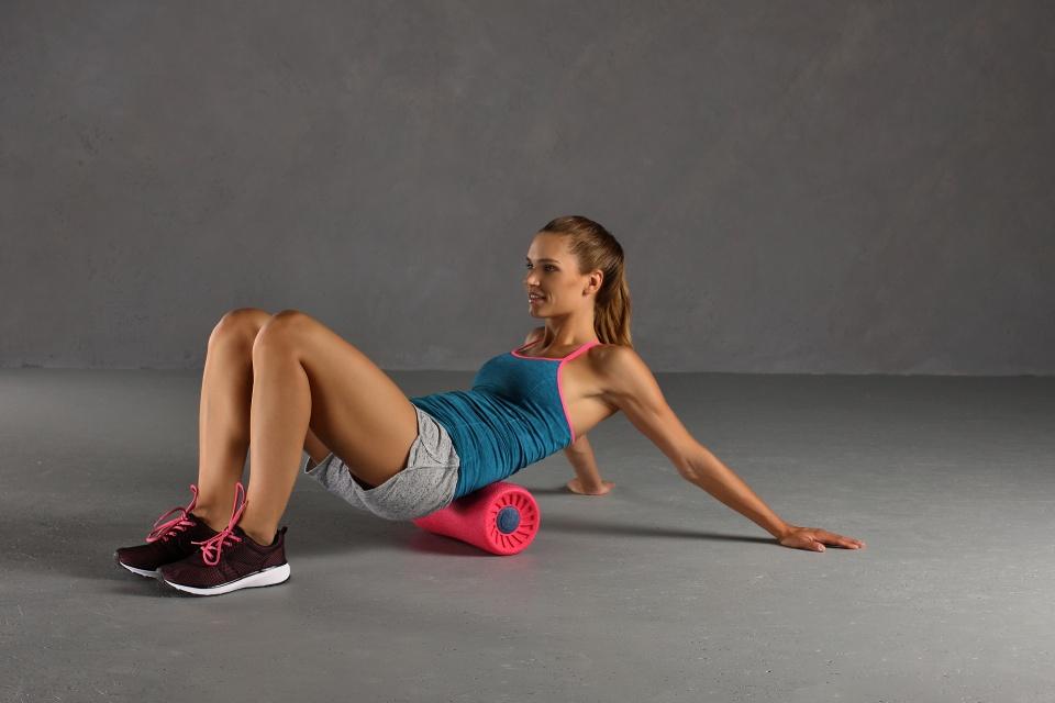 Faszienrolle Übung Übung unterer Rückenmuskulatur liegend